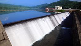 安定した水量をもたらす尾白利加ダム