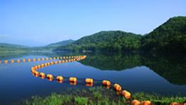 豊かな水源となる暑寒湖